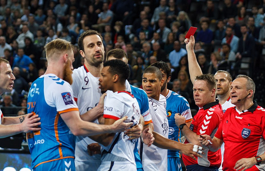 Semi-finale of the Handball League Cup, between Fenix Toulouse and PSG: referee Denis Reibel award a red card to Rémi Clavel.