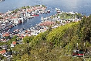 Fløibanen - Fløibanen car Rødhette climbs above the city, as seen from the summit