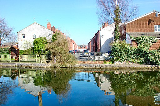 Flickr - ronsaunders47 - Canal at the end of the street..