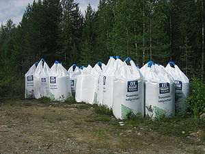 Forest fertilizer bags at Hillatie in Juorkuna...