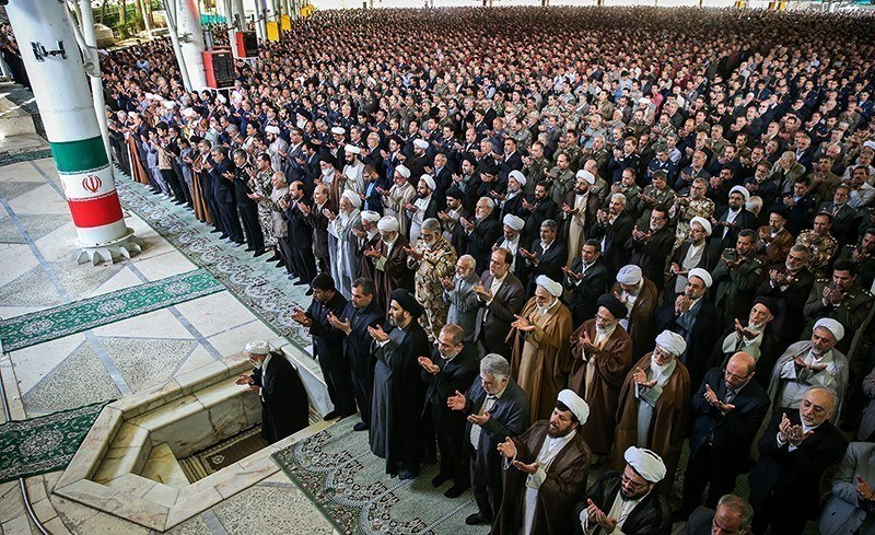 Friday prayer (Tehran, 2016) 01