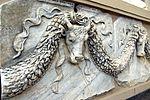 Frise à têtes de taureaux (détails).JPG