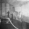 Gedeelte Coentunnel onder water, brandweerlieden bij het lek, Bestanddeelnr 918-1359.jpg