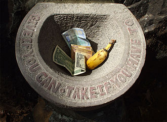 Conceptual art - Jacek Tylicki, Stone sculpture, Give If You Can – Take If You Have To. Palolem Island, India, 2008
