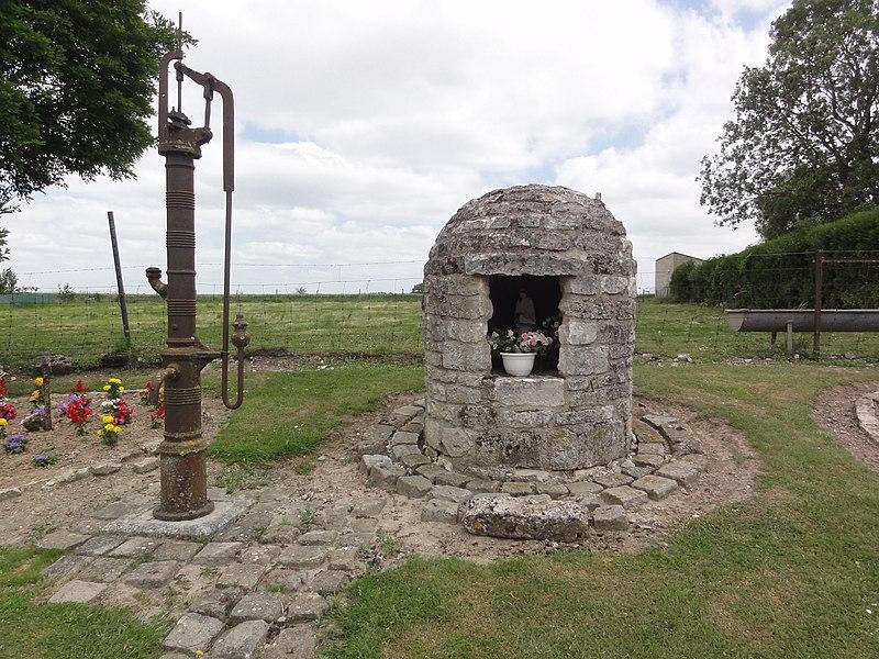 Goudelancourt-lès-Pierrepont (Aisne) oratoire et pompe d'eau