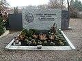 Grab von Pfarrer Josef Weinhandl.JPG