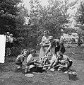 Groep meisjes bezig met koken van een maaltijd, Bestanddeelnr 904-0974.jpg