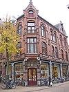 foto van Winkelpand in neo-gotische stijl