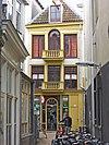 foto van Winkelhuis in classicistische bouwstijl