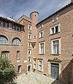 Hôtel Dumay - Cour intérieure et entrée du Musée du Vieux Toulouse.jpg
