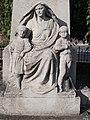 Hősi emlékmű részlet, özvegy édesanya fiú és lány gyermekével, Szent István út, 2016 Dunakeszi.jpg