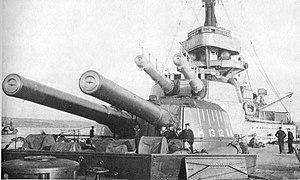 HMS Ajax (1912) - Image: HMS Ajax (1912) forward guns
