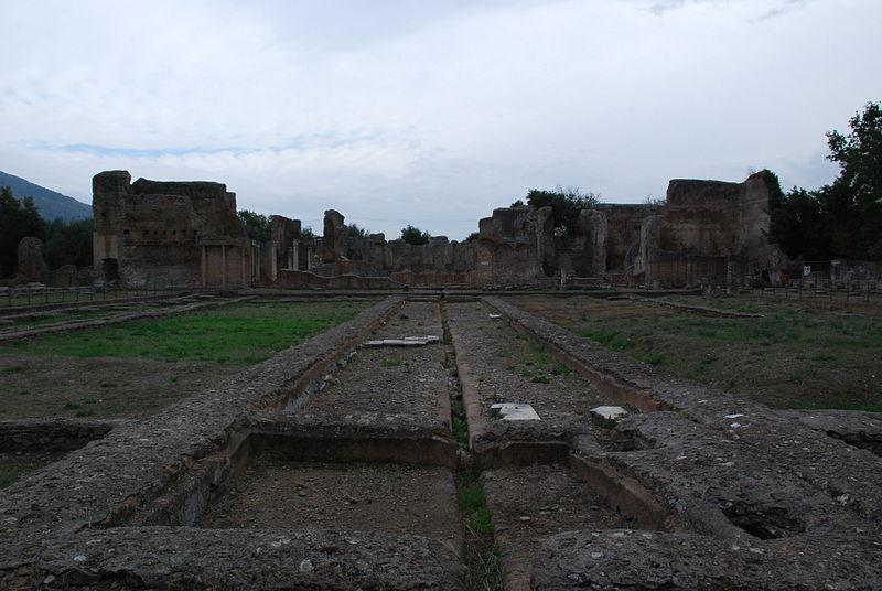 File:Hadrian's villa near Tivoli 330.JPG