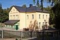 Halsbrücke Grundschule.jpg