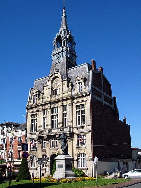 Ham (Somme, France) - Hôtel-de-ville. La statue devant est celle du Général FOY.   Camera location  49°44′53.92″N, 3°04′21.05″E  View this and other nearby images on: OpenStreetMap - Google Earth    49.748312;    3.072513