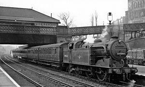 Harringay railway station - Down local train in 1958