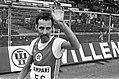 Henk Kalf (2de) zwaait naar het publiek na de finish in het Olympisch Stadion, Bestanddeelnr 927-9102.jpg