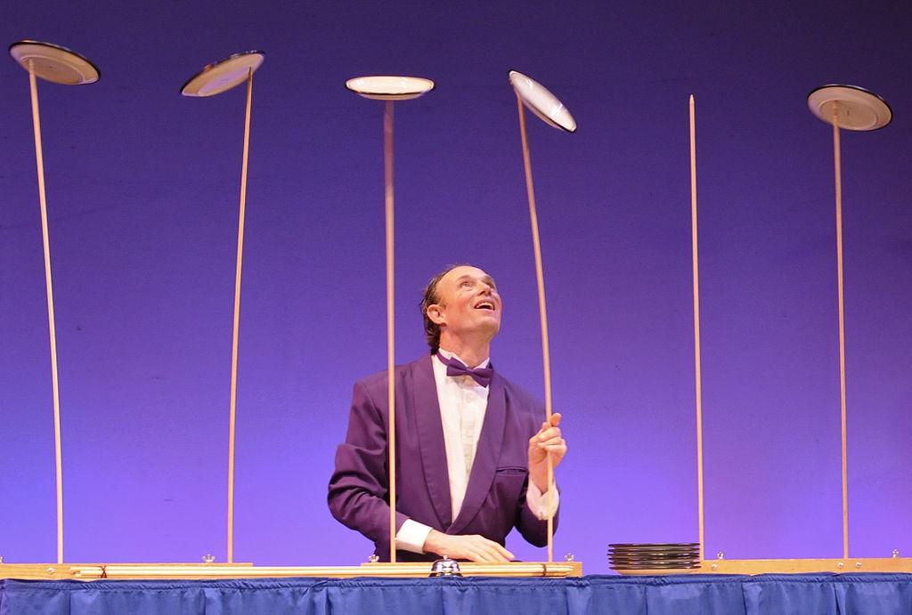 Henrik Bothe plate spinning