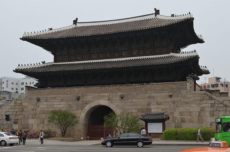 Fichier:Heunginjimun Gate, Seoul, South Korea.jpg