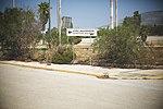 Hinweisschild zum Abflugterminal am Flughafen Ellinikon in Athen.jpg