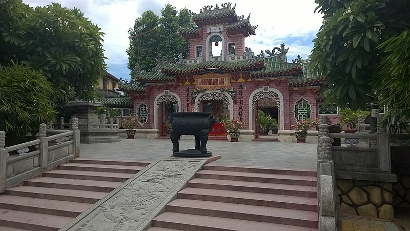 File:Hoi An Ancient Town temples in 2015 01.jpg