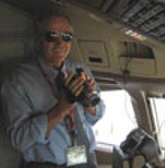 Edwin Hutchins - Hutchins aboard an airline flight deck