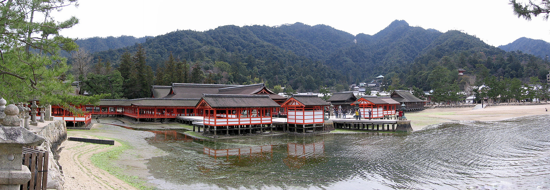 http://upload.wikimedia.org/wikipedia/commons/thumb/c/ca/Itsukushima_%28pano%29.jpg/1920px-Itsukushima_%28pano%29.jpg