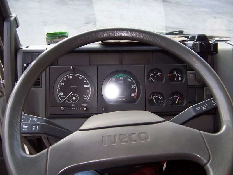 File iveco truck interior jpg wikimedia commons for Camiones ford interior