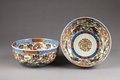 Japanska porslinsskålar från 1800-talet med i botten skrivtecknet Ju betydande långt liv - Hallwylska museet - 96058.tif