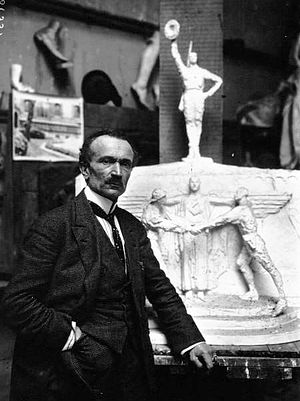 Jean Boucher (artist) - Jean Boucher in 1921, standing in front of his model for the Monument to American Volunteers.