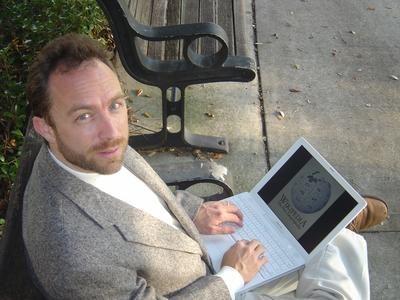 Jimmy Wales accessing Wikipedia