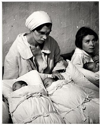 Polish mothers with their newborn infants in a makeshift maternity ward inside a hospital basement during the Bombing of Warsaw by the German Luftwaffe. Julien Bryan - Look - 47218.jpg