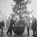 Kerstpotten aktie van Leger des Heils, Bestanddeelnr 914-5983.jpg