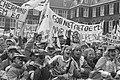 Kinderen demonstreren op Binnenhof tegen uitblijven dierenwelzijnswet, Bestanddeelnr 934-3411.jpg