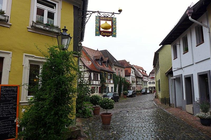 File:Kirchenstraße, Ladenburg, 2014 (03).JPG