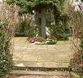 Kirchröder Friedhof Gedenkkreuz ostdeutsche Tote.jpg