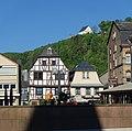 Kirn - Marktplatz mit Fachwerk, Kyrburg über Kirn.JPG