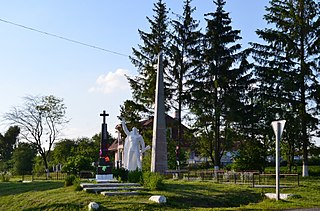 Klopochyn Ivanychivskyi Volynska-monument to the countryman-general view.jpg