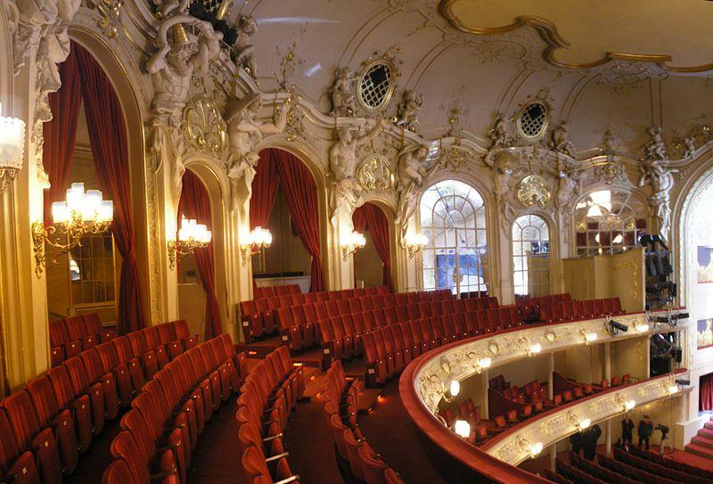 File Komische Oper Berlin Interior Oct 2007 Balkon Jpg Wikimedia