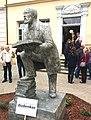 Konrad-Duden-Denkmal von Zhi Li vor dem Rutheneum (Museum) in Schleiz.jpg
