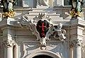 Kreuzherrenhof Wappen ueber Eingang DSC 8911w.jpg