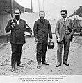 L'équipe française de pistolet aux balles Devillers, G. à D. J. Rodocanachi, le commandant (major) Ferrus et J. Marais, victorieux du concours international à Londres, durant le mois Olympique.jpg