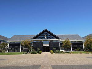Saint-Cyr-sur-Loire - Lycée Konan