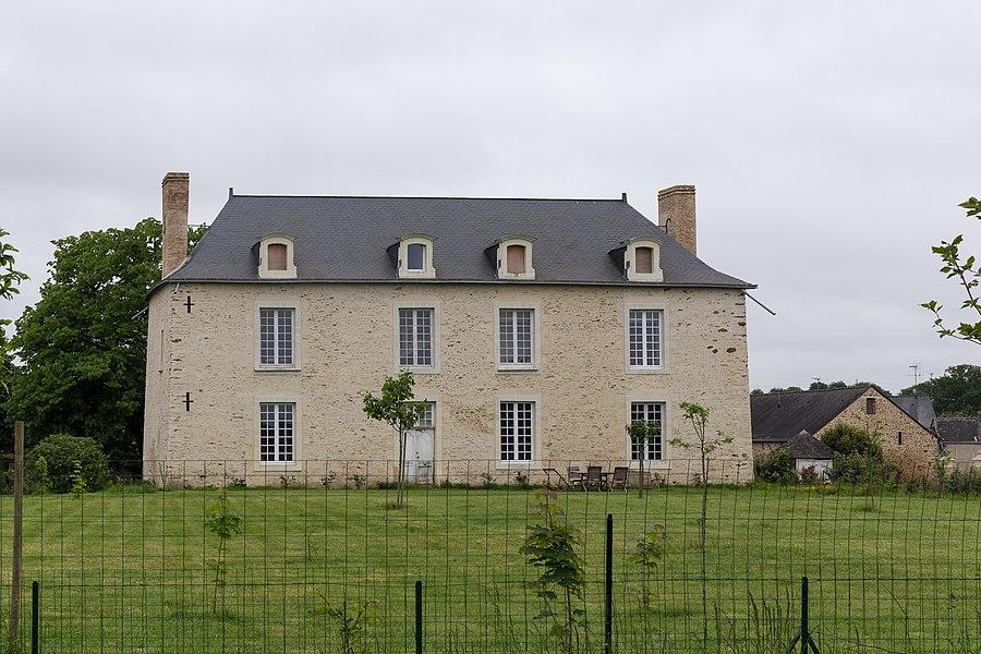 Maison à côté du cimetière de La Chapelle-Craonnaise (Mayenne)