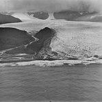 La Perouse, tidewater glacier terminus with seracs, September 16, 1972 (GLACIERS 5576).jpg