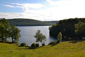 Vue du lac depuis l'île.