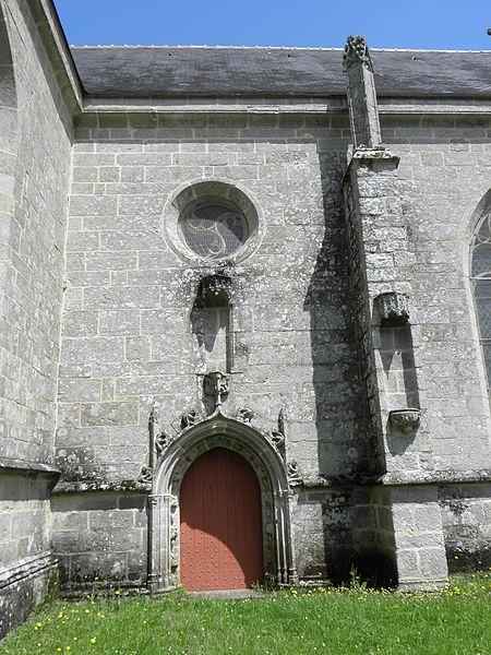 Porte de la costale sud du chœur de la chapelle saint-Fiacre du Faouët (56).