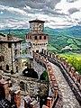 Le fortificazioni di Vigoleno viste dall'Alto.jpg