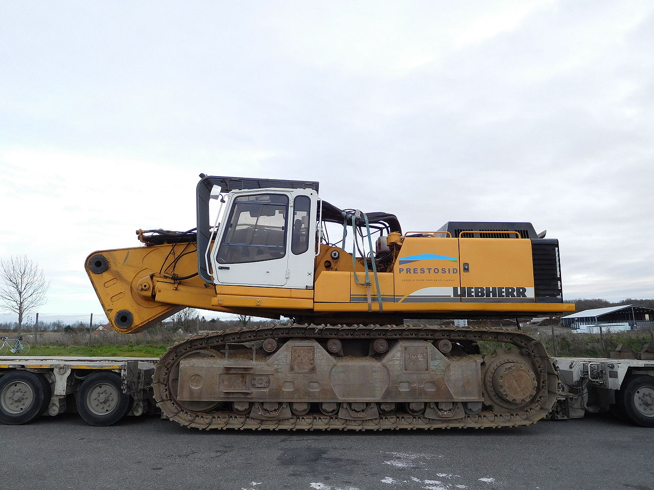 Goldhoffer trailer rimorchi 1280px-Liebherr_tracked_vehicle_on_Goldhofer_trailer_-_right_view3