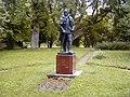 Liepa, E. Veidenbauma piemineklis pie Kalāčiem 2001-09-02 - panoramio.jpg